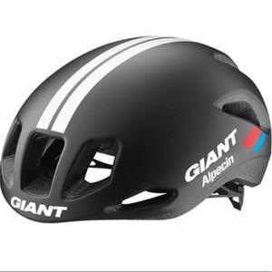 Giant Rivet Aero Road Helmet